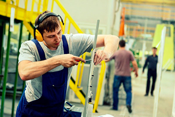 Еміграція українців за кордон в пошуку роботи